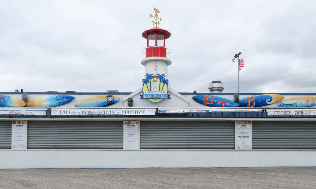 Amusement park game booths shut down for the season