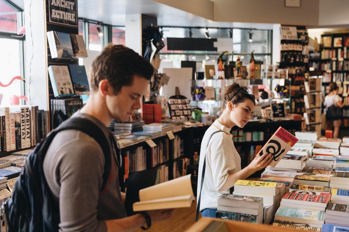 customers browsing books