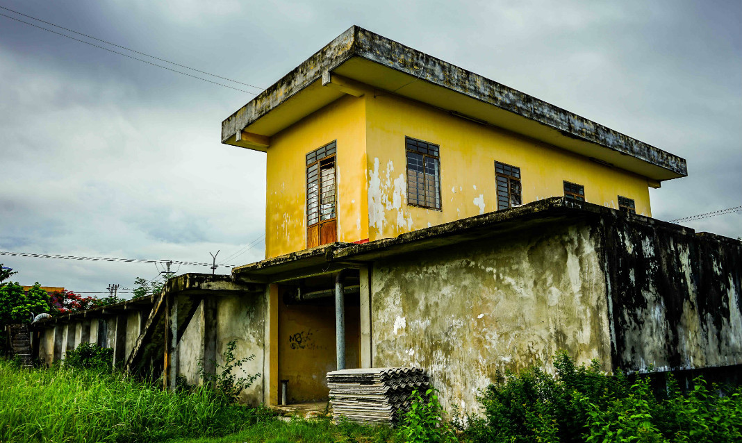 A two-level abandoned building in Hoi An