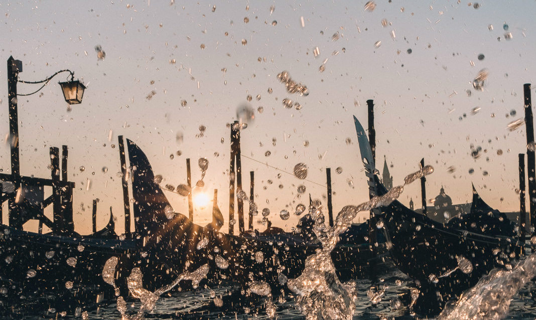 Gondolas and splashing water in Venice, as captured by Emanuele Zola.