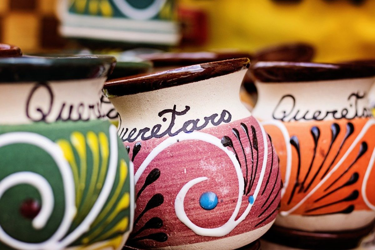 floral mugs with queretaro writing