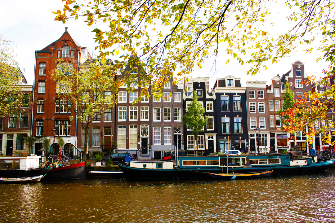 river boats houses
